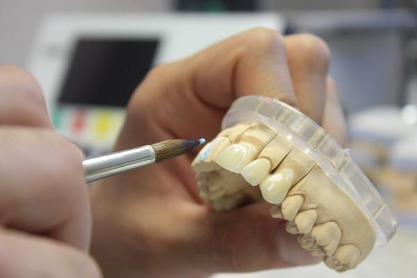 Курсы зубного техника в Москве